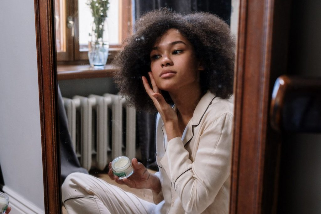 How to use positive affirmations for clear skin
